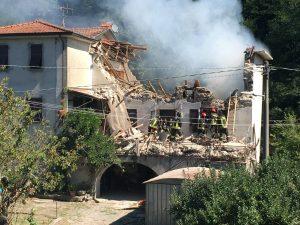 Foto di casa esplosa a Filittiera, Pontremoli, in provincia di Massa Carrara, in Toscana.